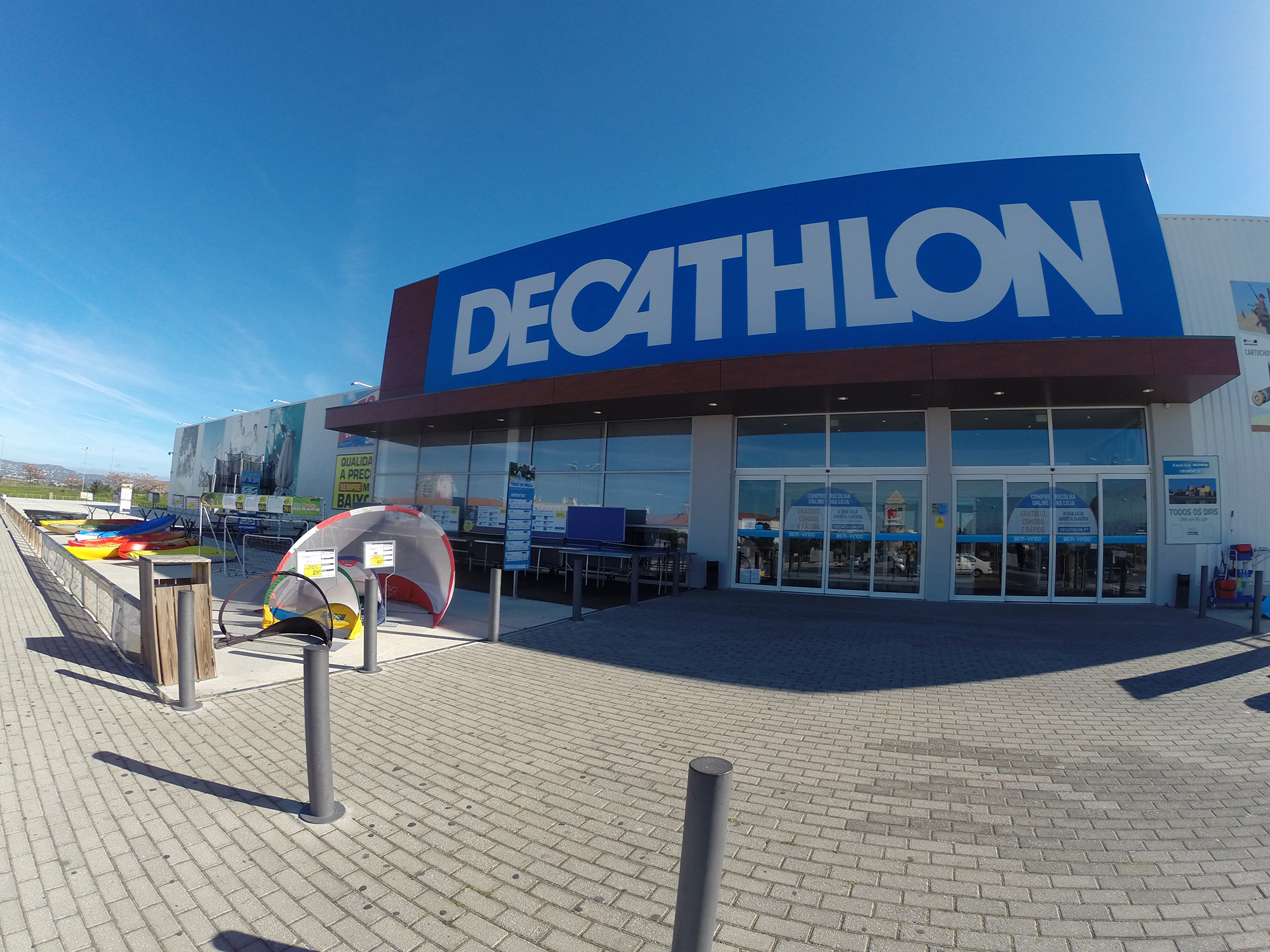 The Decathlon, in Faro, where I bought my biking gloves.